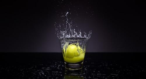 Acqua depurativa di limone, cetriolo e menta